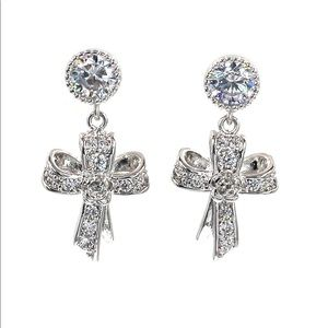 Fashion silver ribbon cross crystal earrings
